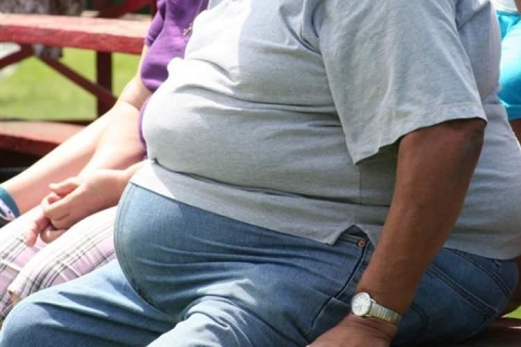 بريطانيا: 100 شخص يصابون يومياً بالسرطان بسبب السمنة