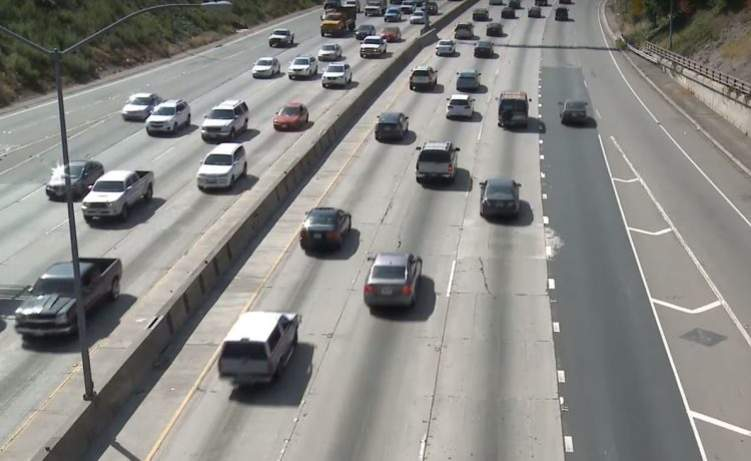 4 نصائح من المرور السعودية لسائقي السيارات قبل الانتقال من مسار لآخر