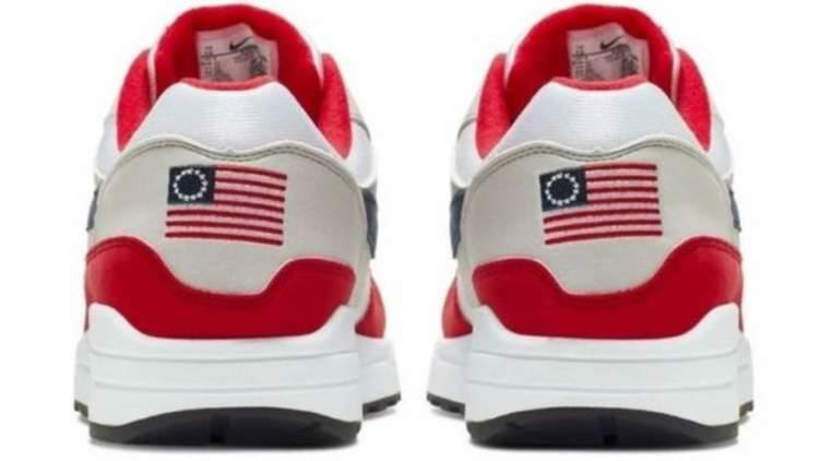 حذاء نايكي يثير استياء الشارع الأمريكي.. والسبب؟