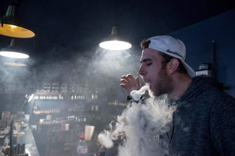 السجائر الإلكترونية تدمر أدمغة المراهقين