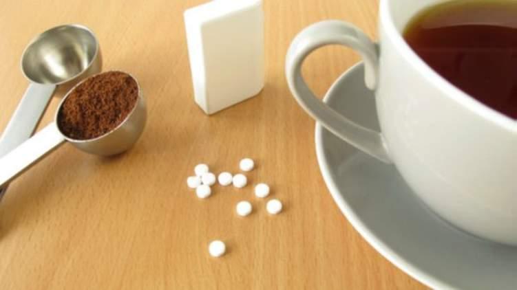 ماذا يحدث لصحتك عند تناول المحليات الصناعية؟