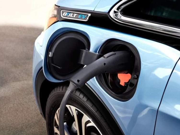 ما هي أسباب اختلاف إطارات السيارات الكهربائية عن العادية؟
