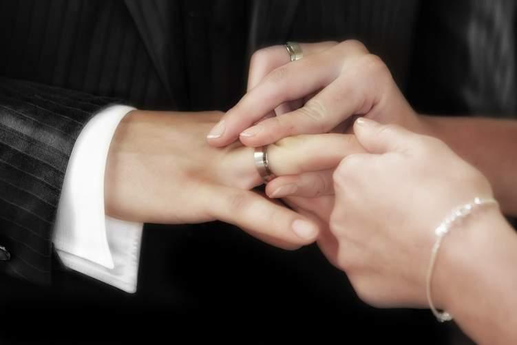 كيف تختار خاتم الزفاف المناسب لك؟