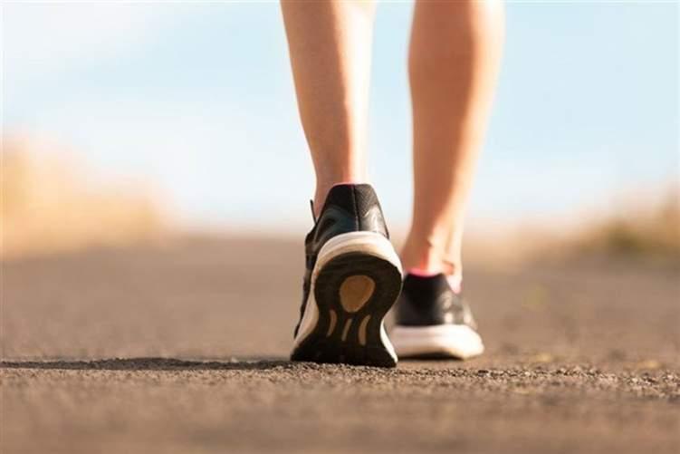 المشي ربع ساعة يساوي 100 مليار دولار سنوياً!