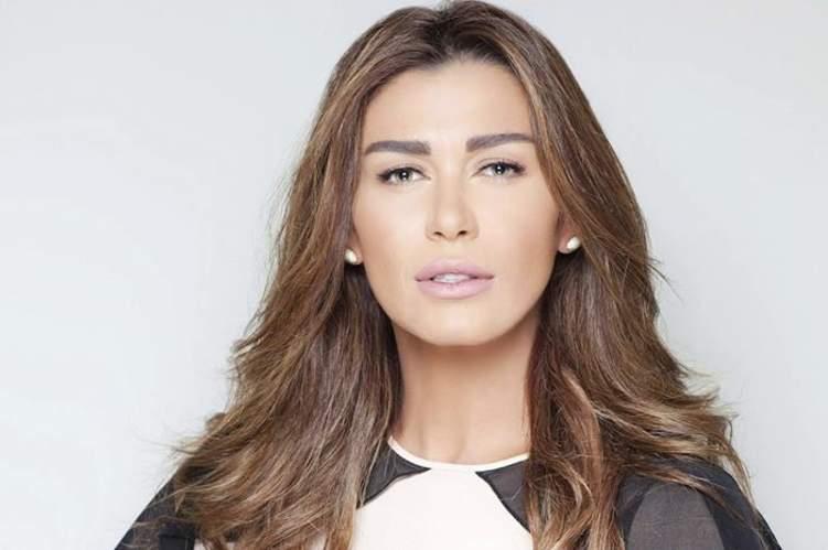 بالصور .. نادين الراسي تصدم متابعيها بخطبتها!