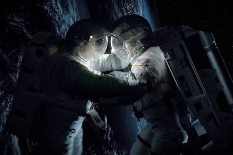 ملياردير يبحث عن فتاة تشاركه الحب في الفضاء!