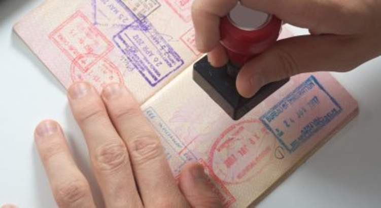 الإمارات تقدم امتيازات جديدة لزائريها