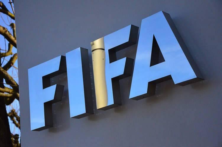 الفيفا يدرس فرض قيود صارمة على إعارة اللاعبين