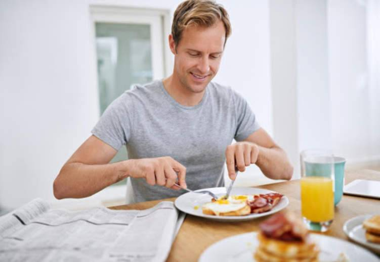 4 أطعمة يمنع تناولها بعد سن الـ 30
