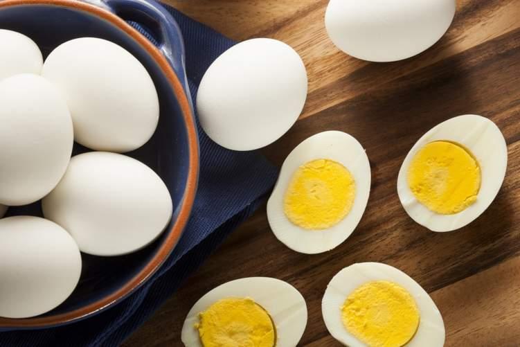 """""""البيض"""" بريء من تهمة رفع الكولسترول"""