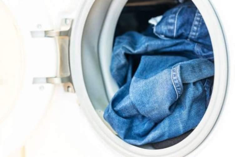 تعلم الطريقة الصحيحة لغسل البنطلون الجينز