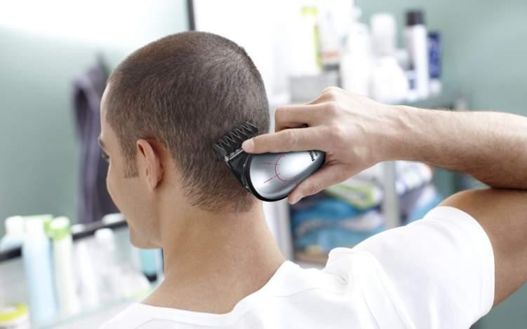 إليك الطريقة الصحيحة لحلاقة الشعر من المنزل
