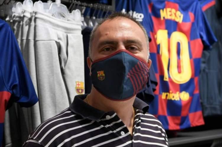 بالصور .. برشلونة يعلن عن كمامة كورونا