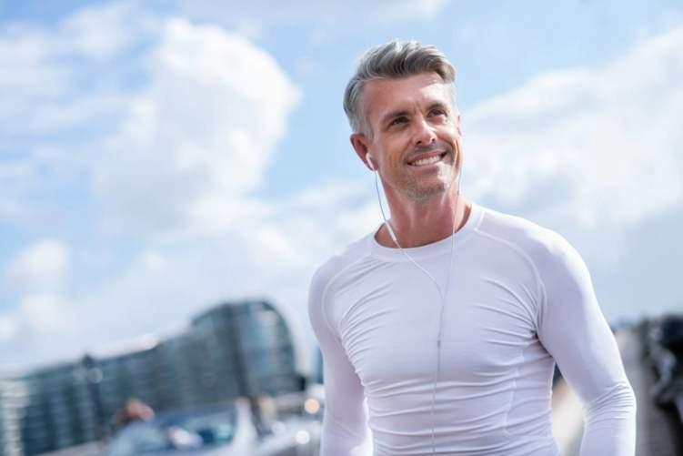 6 خطوات تجعلك أكثر شباباً بعد سن الـ50
