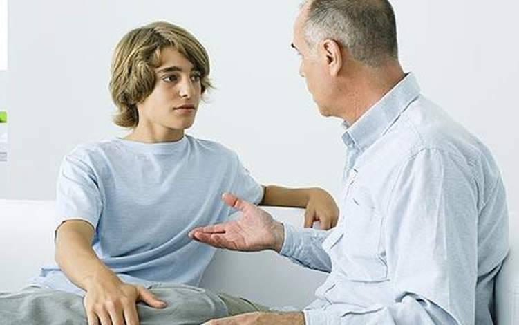 كيف تتعامل مع غراميات ابنك المراهق؟
