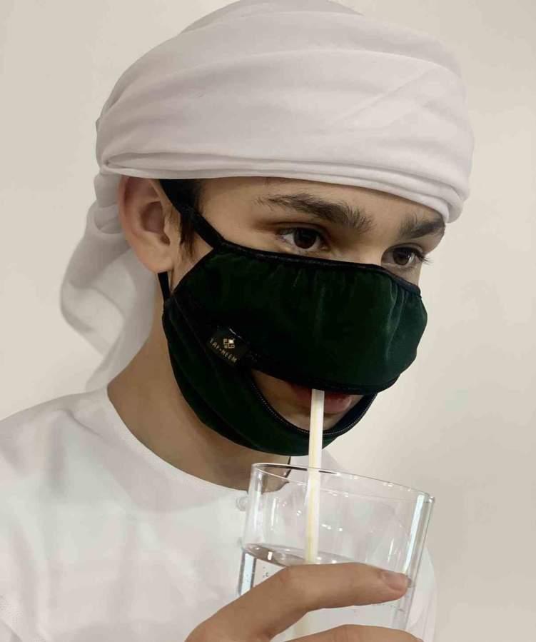 صنع في الإمارات.. كمامة ذكية تسمح بشرب السوائل