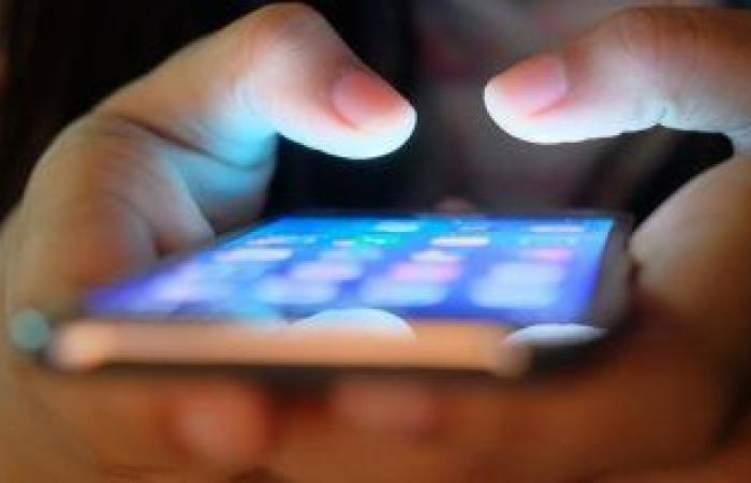 بالصور .. اطلاق هاتف ذكي بكاميرا سرية تحت الشاشة