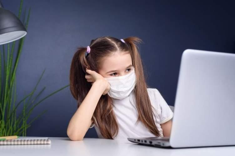 ما الأضرار النفسية والصحية للتعليم عن بعد؟