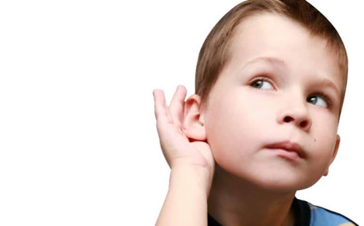 التنصت عند الأطفال.. هل هو فضول أم قلق؟