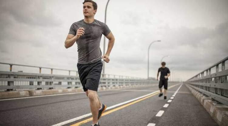 المشي أم الجري.. أيهما أفضل لخسارة الوزن؟
