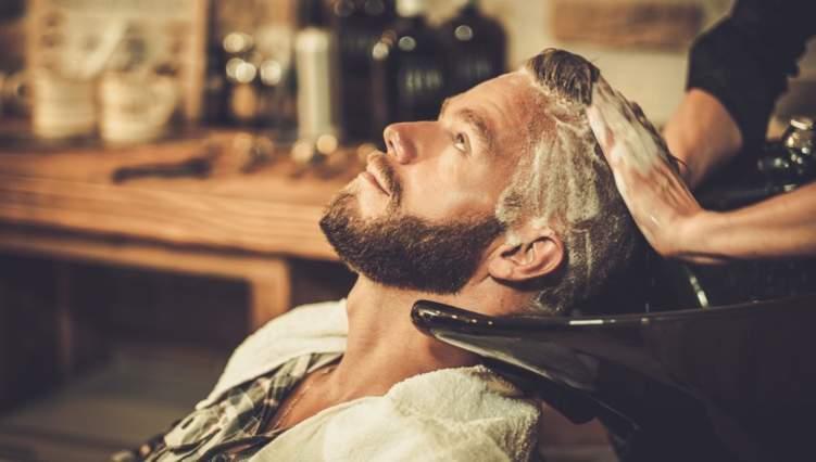 كم مرة في الاسبوع يجب عليك غسل شعرك؟