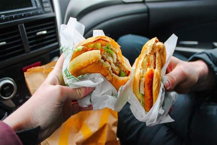 هذا ما سيحدث لجسمك عند تناول الوجبات السريعة؟