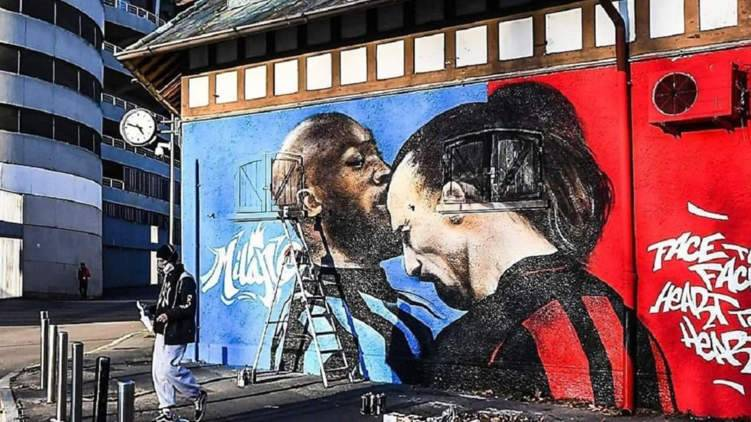 إبراهيموفيتش ولوكاكو في لوحة جدارية وجهاً لوجه.. ما الحكاية؟