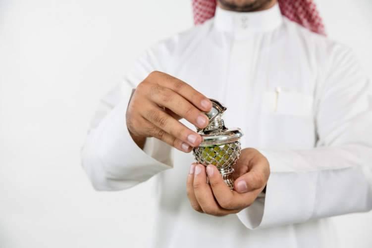 السعوديون يتعطرون بـ 900 مليون دولار في العيد