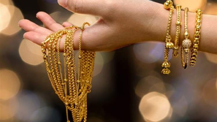 رجال تونس يكرومون زوجاتهم بالذهب في نهاية رمضان