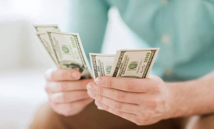 عادات يومية تكلفك الكثير من المال.. تجنبها