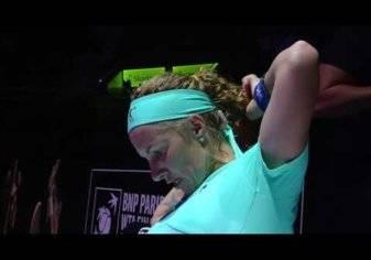 بالفيديو.. هذا ما فعلته لاعبة تنس للفوز بالمباراة!