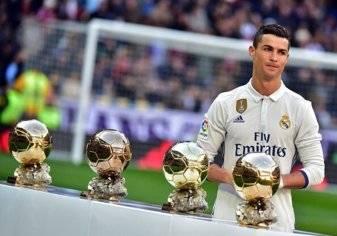 """بالصور.. ريال مدريد يحتفل بـ """"ذهبية"""" رونالدو بدك شباك غرناطة"""