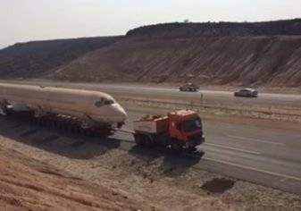 نقل طائرة عملاقة علي طريق المدينة-الرياض بتكلفة باهظة