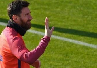 لاعب أرجنتيني يكشف سر ارتباط ميسي ببرشلونة