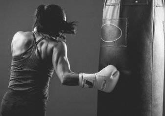 بالصور.. من هي هالة الحمراني أول ملاكمة سعودية؟