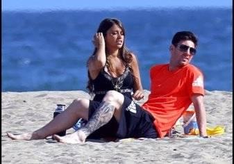 بالفيديو..ميسي وأنتونيلا على شواطئ الكاريبي في شهر العسل