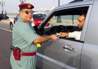 هدية صادمة وغير متوقعة من شرطة أبوظبي للسائقين
