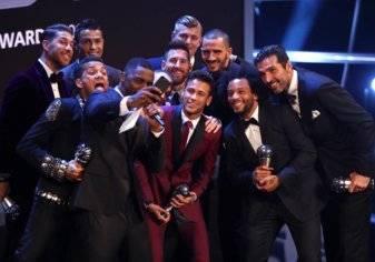 بالصور.. تعرف على جوائز الفيفا 2017