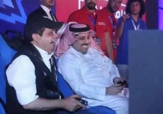 "بحضور عمرو دياب.. هنيدي يتحدى تركي آل الشيخ في ""البلاي ستيشن""- صور"