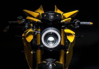 شركة إيطالية تكشف عن دراجة نارية جديدة بهواتف سامسونج بدلاً من المرايا (صور)