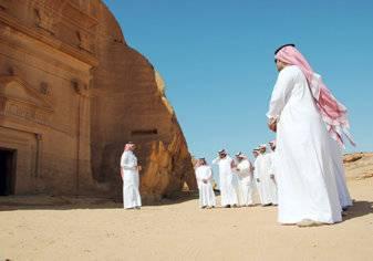 كم عدد المرشدين السياحيين في السعودية؟ وكم يتقاضون شهرياً؟