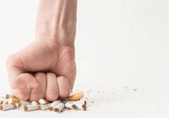 تريد الإقلاع عن التدخين؟ تجنب هذه المشروبات