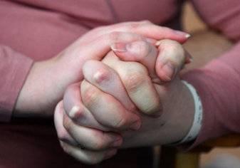 ثنائي يحاربان كورونا بالزواج في مستشفى العزل (صور)