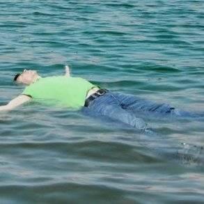 بالصور .. العثور على شاب لبناني بعد 30ساعة في الماء