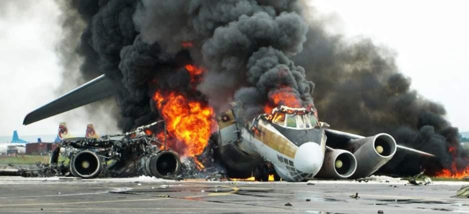 شاهد.. تحطم طائرة ركاب هندية قادمه من الإمارات