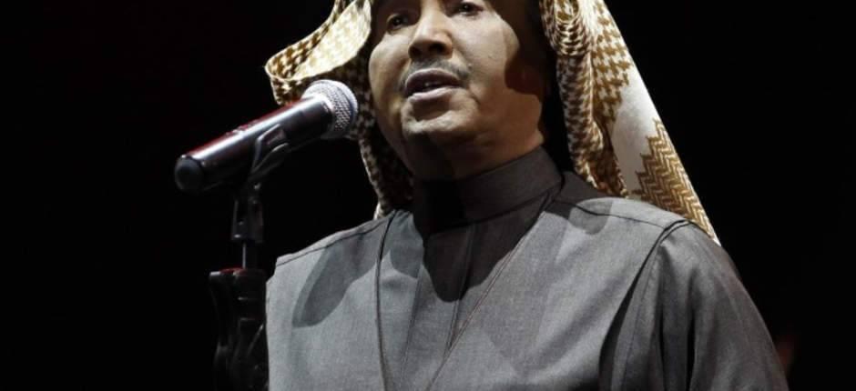شاهد.. محمد عبده يشعل مسرح الباحة وتركي آل الشيخ يصف إبداع الأسطورة