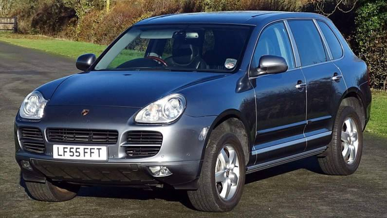 3B18723300000578-4005470-For_sale_This_Porsche_Cayenne_S_FTQ_luxury_car_has_only_11_100_m-a-4_1481040597321.jpg