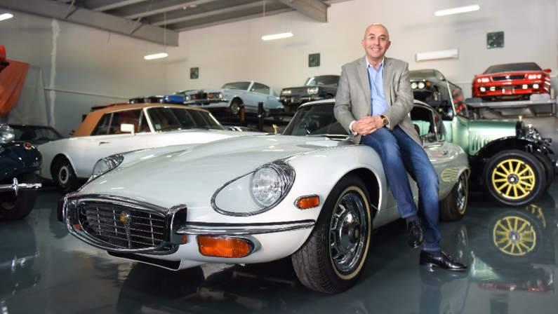 أول صالة عرض سيارات كلاسيكية