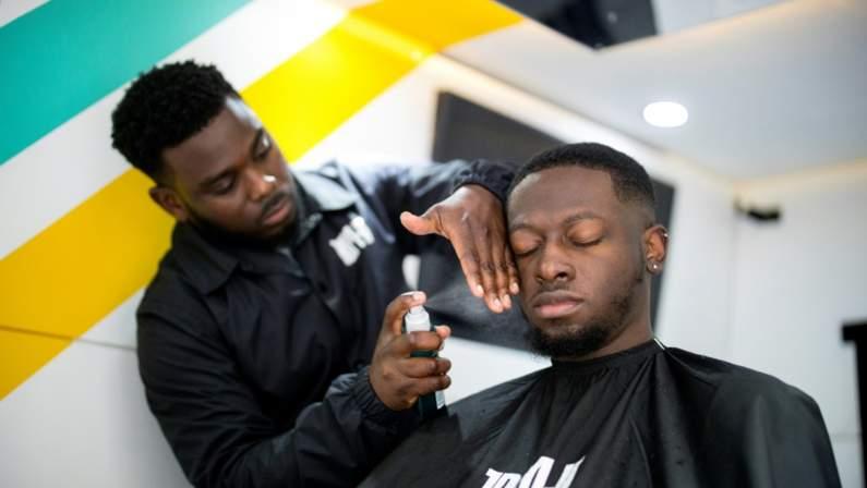 127-192054-emerging-company-launches-mobile-haircuts-london-3.jpeg