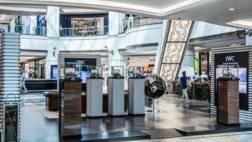 أي دبليو سي شافهاوزن تفتتح بوتيك جديد في مول الإمارات